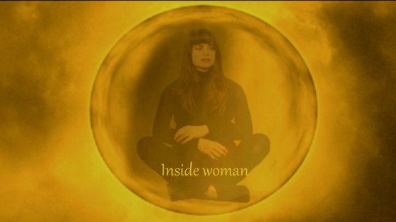 long-métrage-inside-woman-photo-Personne-bulle-actrice-jaune-orange